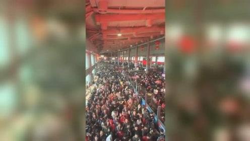 广西清明假期车站挤到爆 买到票也上不去车