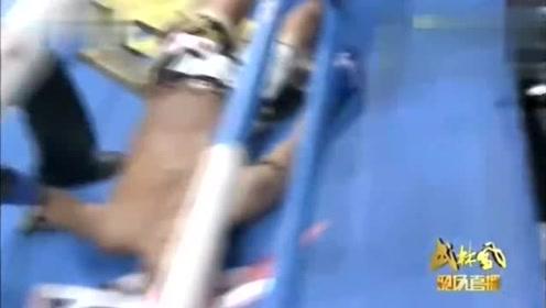 """日本粉毛""""怪兽""""被中国小伙35秒飞膝KO,差点被打成面条人!"""