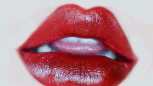 """为什么涂好口红后不能""""抿嘴""""?化妆师说出真相,真的不能抿!"""