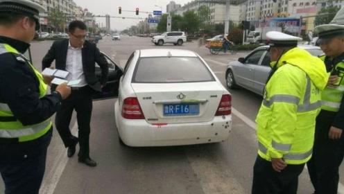 为何交警在查车时,会先摸一下车尾?老司机:大部分人还不知道!