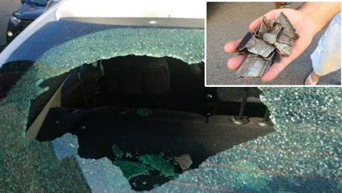 一路飞一路掉! 波音787掉碎片砸坏罗马25辆车12座房