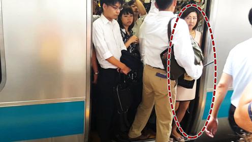 """为什么日本地铁的高峰期,是很多女生的""""噩梦"""",看完有点心疼"""
