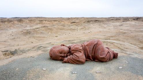 """甘肃荒漠出现一个""""巨婴"""",躺在地上近两年,走近一看吓坏了!"""