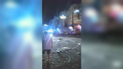 饭店爆炸致9人受伤 百米外店铺卷帘门被炸开