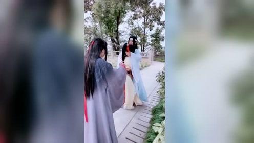 cos魔道祖师:魏无羡没人爱了,蓝二哥哥的举动扎心了!