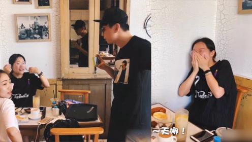 """林俊杰吃饭偶遇粉丝,悄悄走过去""""求合影"""",粉丝激动到模糊"""