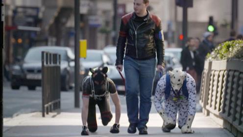 国外男子认为自己是狗,喜欢模仿狗的生活,给自己戴链子上街!