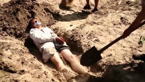 人被活埋真的就只能等死?戏精老外亲测,和想象中的完全不一样!