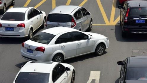 如果前车加塞,后车故意撞上去,出了事故谁应该负主要责任?