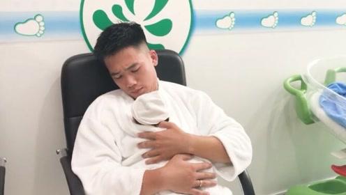 好萌!刚从产房抱出来的新生儿,爸爸这样抱着,宝宝脑袋晃个不停