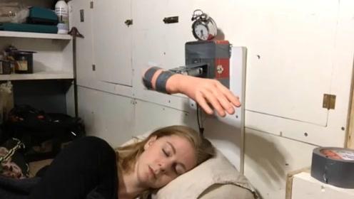 """最""""丧心病狂""""的闹钟!到时间就一巴掌抽醒你,专治懒床100年"""