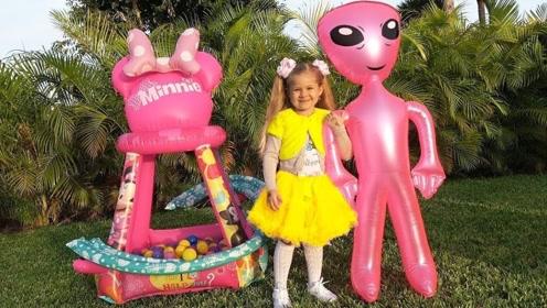 一个外星人的意外到来,让兄妹二人争吵不休,谁将会得到外星人!