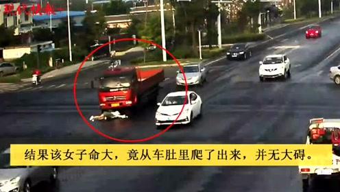 大货司机只顾看热闹,将骑车女卷入车下