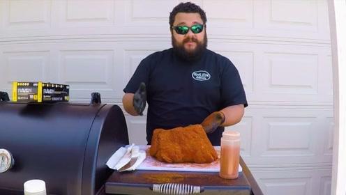 用12小时烘烤10斤牛排,外表像块炭,切开后口水止不住了