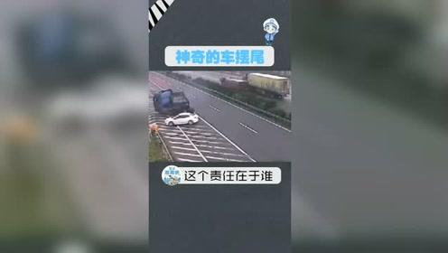 小车违规变道,大货车反应不及,直接来了个神龙摆尾