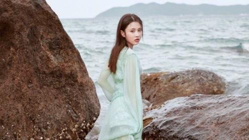 张慧雯薄纱长裙化身海洋精灵 大秀美背吸睛十足