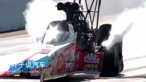 顶着火焰奔驰的方程式赛车,网友:驾驶员太淡定