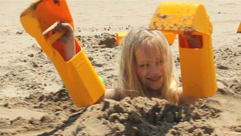 老外发明海滩玩沙专用神器,用最省力的铲子,做沙滩上最靓的仔!