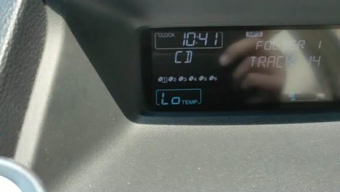 2005年本田雅阁中控台收音机时间调整分享