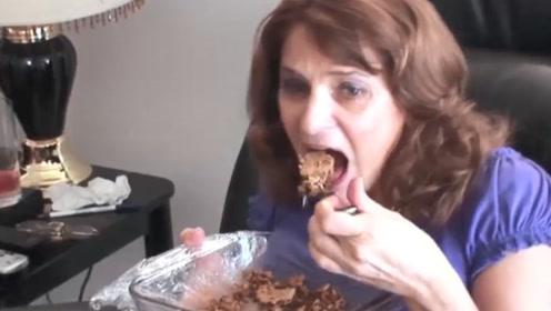 女子超爱吃甜食,把甜点当饭吃,网友:不觉得腻吗?