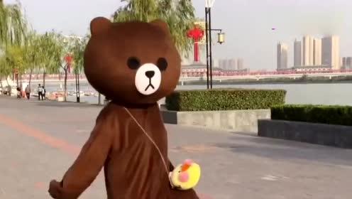 网红熊户外魔性尬舞,来呀,造作呀,反正有大把时光!(2)
