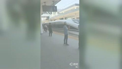 河南平顶山:郑万高铁今日来了,去重庆吃火锅四五个小时就到