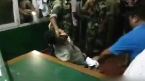 印度73岁退休医生被暴打致死,因病人死亡自己不在医院