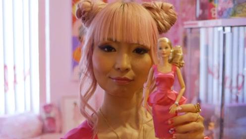 外国美女沉迷芭比,花50万元买芭比娃娃,还参加各地芭比大会!