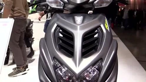 雅马哈Aerox R踏板车,单缸水冷电喷发动机,铸铝车轮