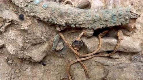 """江西发现一古墓,墓里竟然出土一条""""龙"""",专家急忙申请武警保护"""