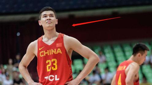 去年还是热捧的中国男篮未来之星,今年就遭李楠弃用,出场都没有