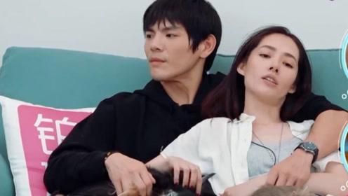 郭碧婷躺在向佐怀里,谁注意到向佐手放的位置?网友:男人的通病
