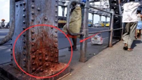 印度人的口水有多毒,口水堪比硫酸?大桥被腐蚀坍塌