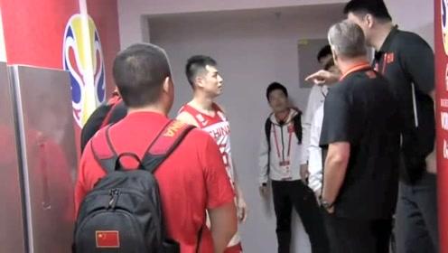 世界杯中韩比赛,方硕抱怨裁判不公,姚明连说三遍全靠自己!