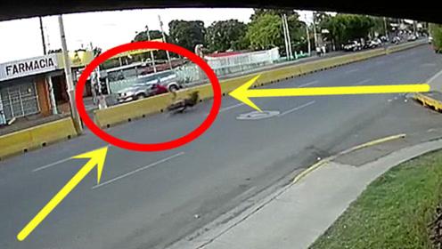 男子死也想不到,刚下出租就上了去天堂的车,视频拍下愚蠢30秒