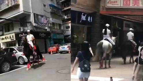 不可取!宜宾一对男女大街上骑马闲逛:系马术协会负责人及教练