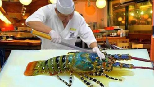 """生猛!泰国大妈做吃播,端起""""龙虾血""""一饮而尽,龙虾肉直接生吃"""