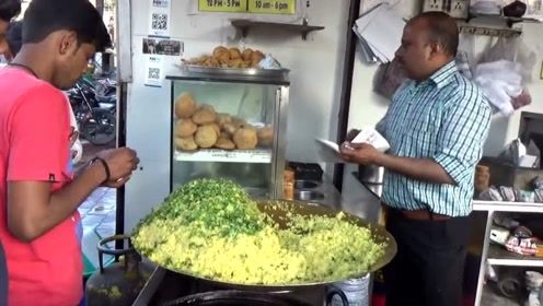 印度街头的油炸小吃,什么食物都是用油炸,难怪当地人又黑又虚胖
