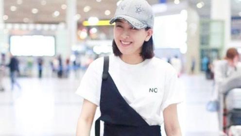 马苏穿白色T恤配黑色背带裤现身机场 气场十足