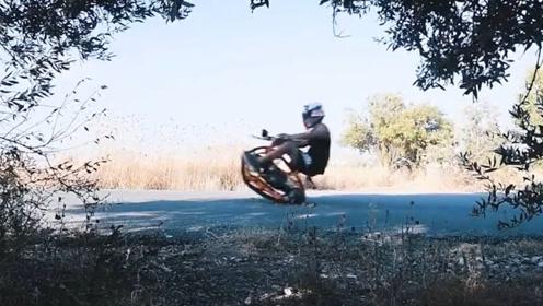 国外牛人大叔,纯手工打造独轮摩托车,全程高能舍不得眨眼