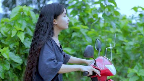 李子柒参加网络红人节,邻家打扮却成为全场最靓,却暴露真实颜值