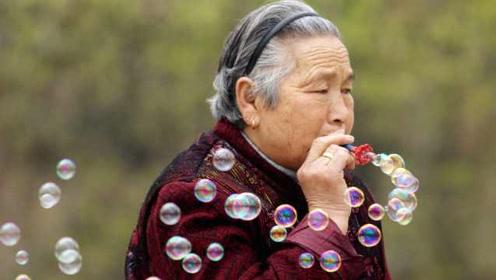 日本100岁以上老人首次超过7万人,第49年创新高,女性占88%