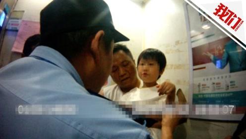 6岁女童探出18楼窗外喊妈妈 民警欲撬锁救人遭到拒绝
