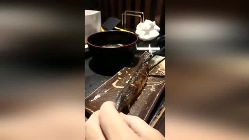 秋刀鱼正确吃法,你get了吗?