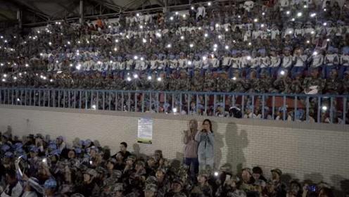 暖心!高校军训逢新生过生日,4000名同学齐唱生日歌