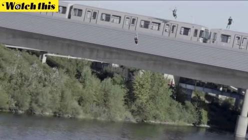 三个疯子爬上高速运行的列车顶部 经过多瑙河时一跃而下高速入水