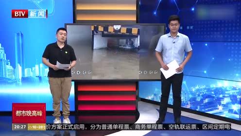 河北石家庄:男子误判水深 连车带人被困水中