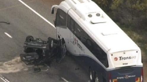 """中国游客在澳洲""""夺命公路""""又出车祸! 10年里已有数十起事故"""