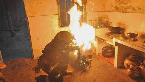 做饭时煤气着火,应该先关火还是先关煤气?多亏有燃气师傅提醒