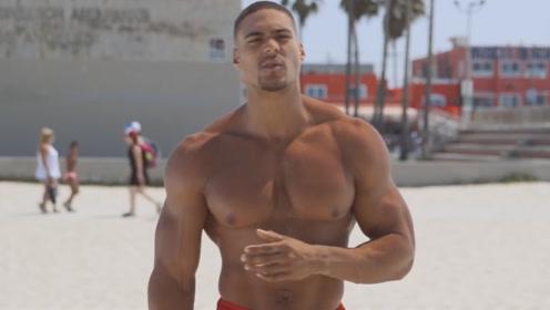 海滩上的肌肉巨人,身高2米体重130公斤,真正的街健高手